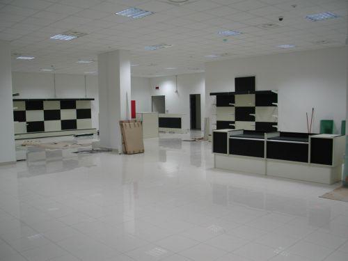 Produzione e vendita arredamenti per negozi arredamento for Negozi arredamento casa savona